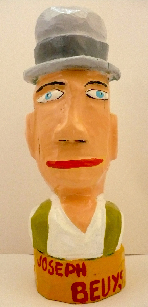 Joseph Beuys. Sculpture bois. H. 30 cm. Yann Paris